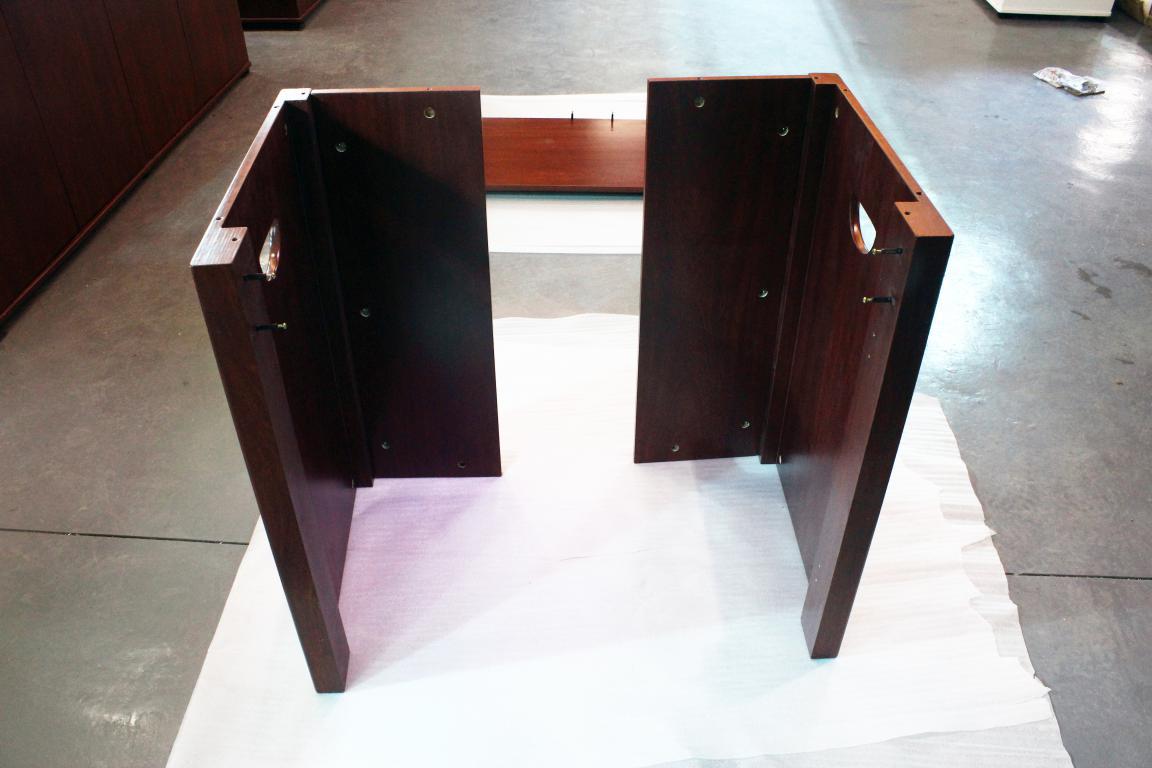迪茨鱼缸底柜安装步骤:      1,底板先安装四个垫脚 以上就是关于120